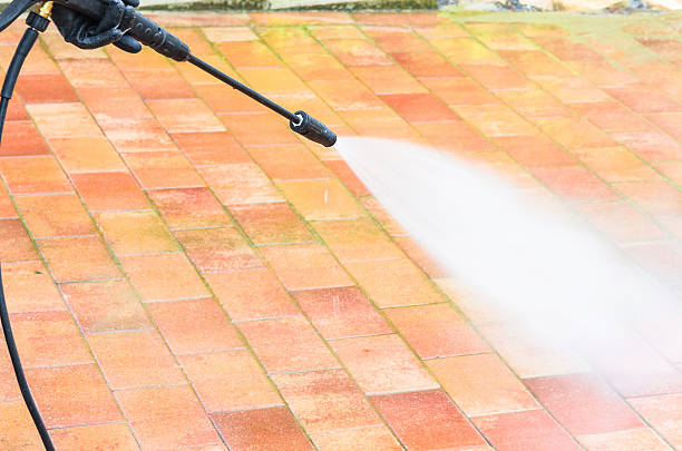 Guidelines on How to Select the Best Pressure Washing Service Company